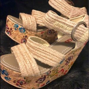 9f4cd2faeb53 Bongo tan strap platform sandals size6